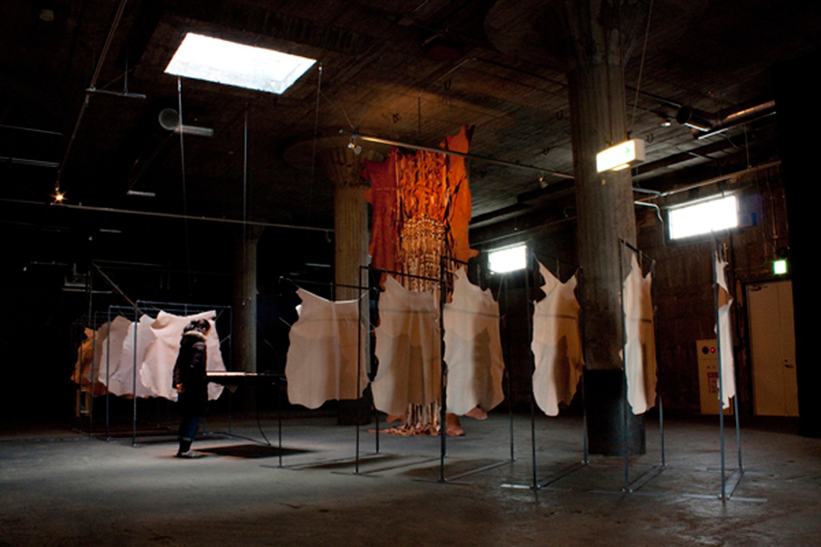 1_Minha LEE_The Altar of the Burnt Offering_installation_plotter, cow, pig, lamb leathers, 12 steel angles_10mx5mx5m_2009-10