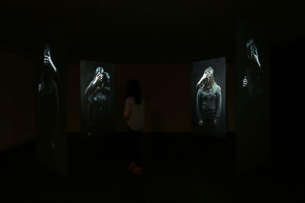 3_Minha LEE_trapped people1_Videon Installation View_Acrylic panel with rear screen projection_7.5x7.5x(h)2.7m_2014